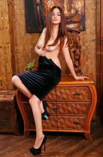 Alev-alev fetişe açık kadın Nazife