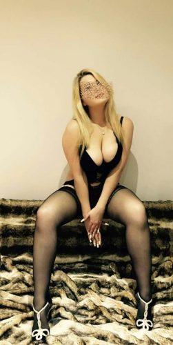Model Bayan Ilkyaz